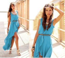 Голубое платье со шлейфом