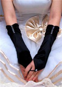 Черные перчатки по локоть на один палец