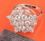 Элегантное позолоченное белым золотом коктейльное кольцо