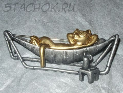 """Брошь """"Кот в шезлонге"""" золота/олова (Danecraft США)"""