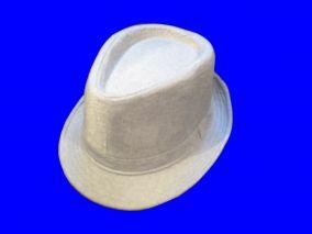 Белая легкая шляпа