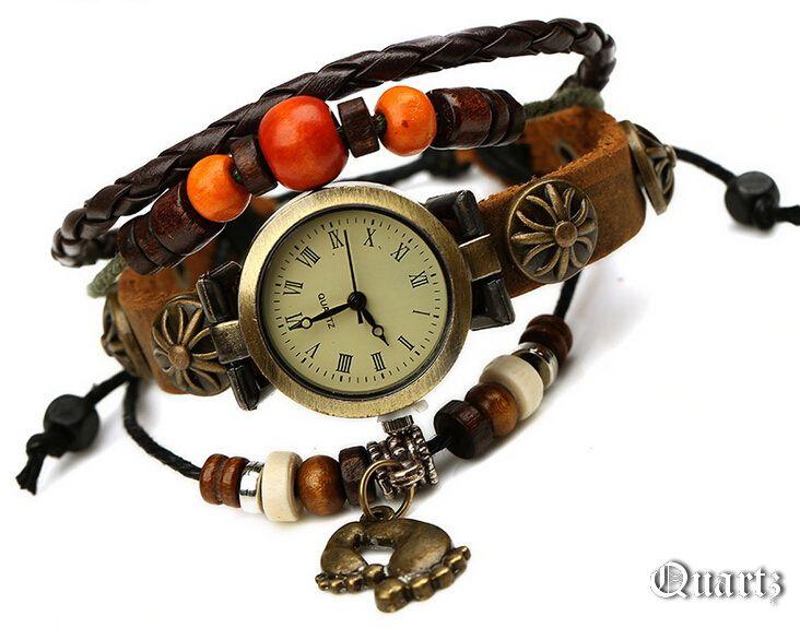 Часы на кожаном браслете с фенечками