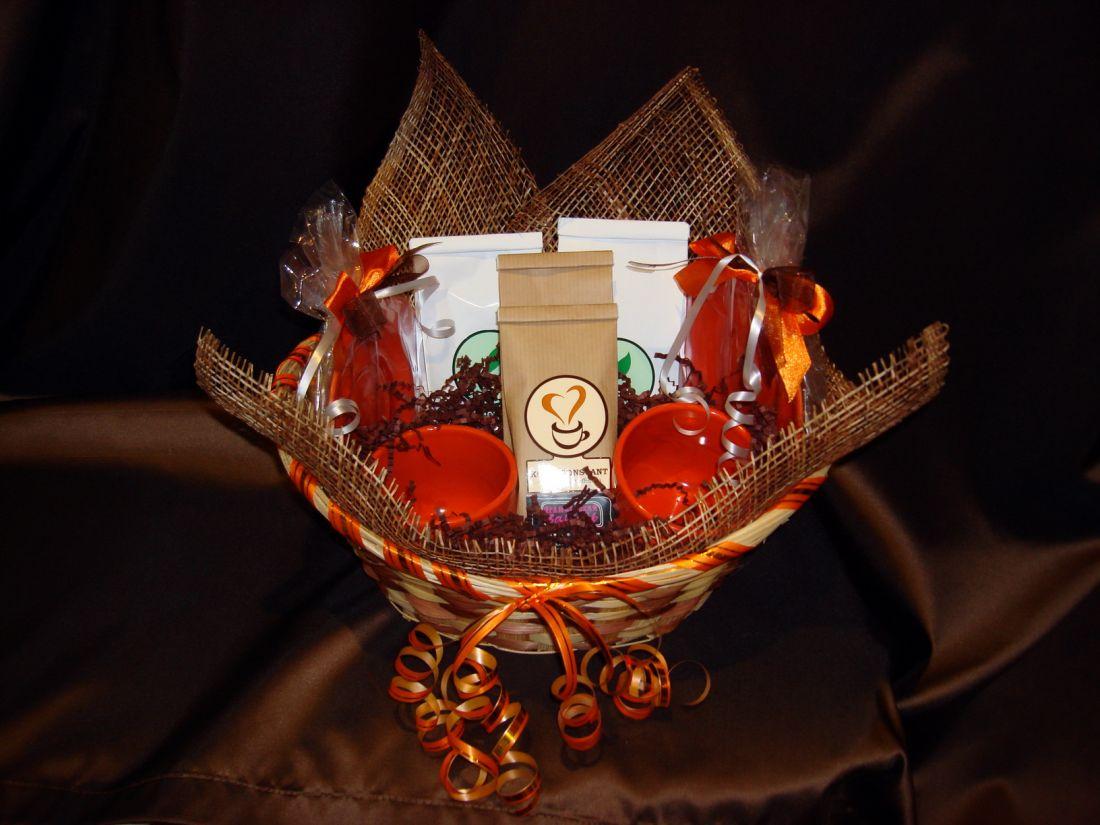 Большая Корзина с двумя чайными парами - подарочный набор.