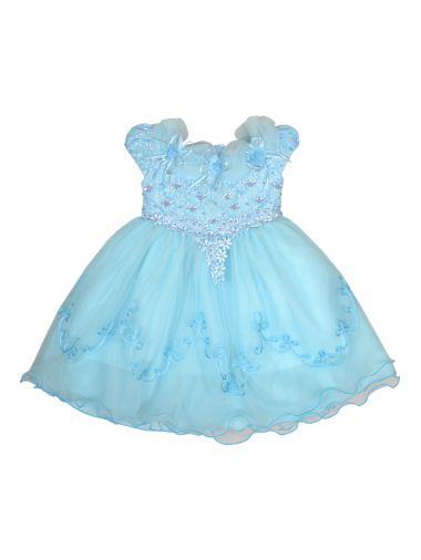 Голубое нарядное платье создает образ нежной сказочной феи