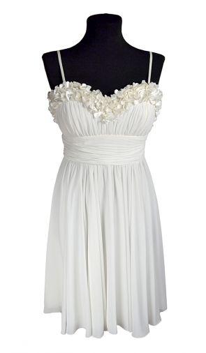 Шифоновое платье с композицией из очаровательных цветочков