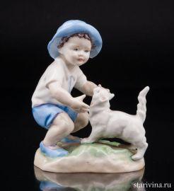 Мальчик, играющий с кошкой, Royal Worester, Великобритания, сер. 20 в