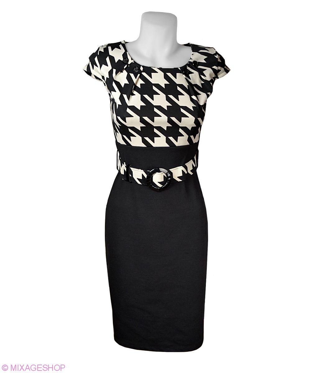 Трикотажное платье с оригинальным геометрическим рисунком