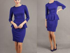 Синее трикотажное платье с баской