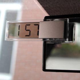 Прозрачные часы на присоске в автомобиль