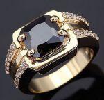 Позолоченное кольцо с ониксом и искусственными бриллиантами