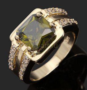 Позолоченное кольцо с хризолитом и искусственными бриллиантами (арт. 801144)