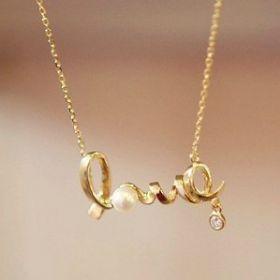 Кулон на цепочке LOVE