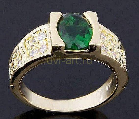Позолоченное кольцо с искусственными изумрудом и бриллиантами (арт. 801145)