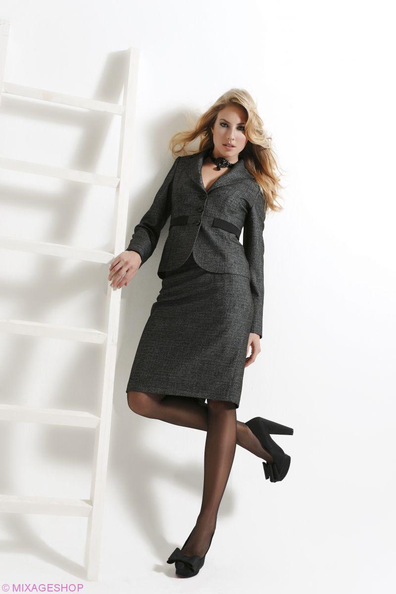 Стильный деловой костюм с юбкой темно-серого цвета