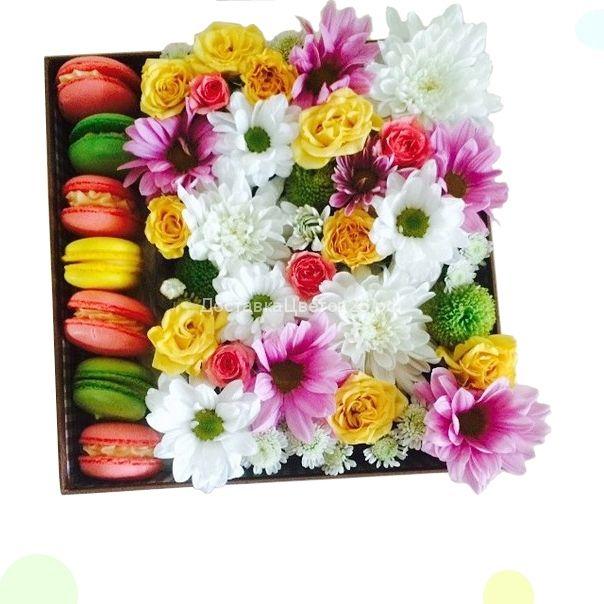 Цветочная коробочка счастья с пирожными №2