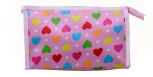 Косметичка. Разноцветные сердца на розовом фоне.