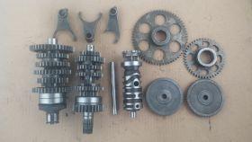 комплект. валы коробки передач: первичный, вторичный; вилки коробки передач (3шт.); копирный вал; промежуточные шестерни, шестерни стартера   Honda  VT250