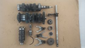 комплект. валы коробки передач: первичный, вторичный; вилки коробки передач (3шт.); копирный вал; вал переключения передач  Yamaha  FZ400