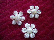 """кабошон  """"Цветок жемчужный крупный острые лепестки""""  цвет молочный 25мм"""