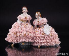 Две дамы с букетом цветов, кружевные, Muller & Co, Volkstedt, Германия, нач 20 в