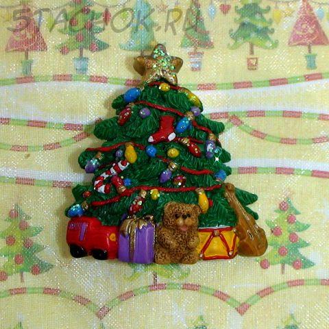 """Брошь """"Новогодняя елочка с игрушками"""" полистоун"""