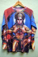 К Новому 2016 году совершенно необходимо купить футболку с изображением Ханумана - обезьяноподобного индийского божества.