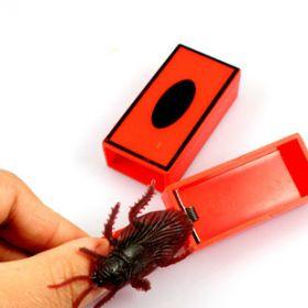 Прыгающий таракан Jumping Cockroach