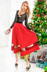 Платье длины миди с красной юбкой