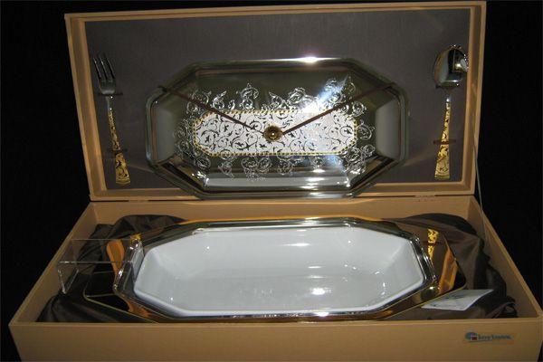 """Блюдо для горячего с крышкой и фарфоровой вставкой с вилкой и ложкой """"Dubai Oro"""" (золото)"""
