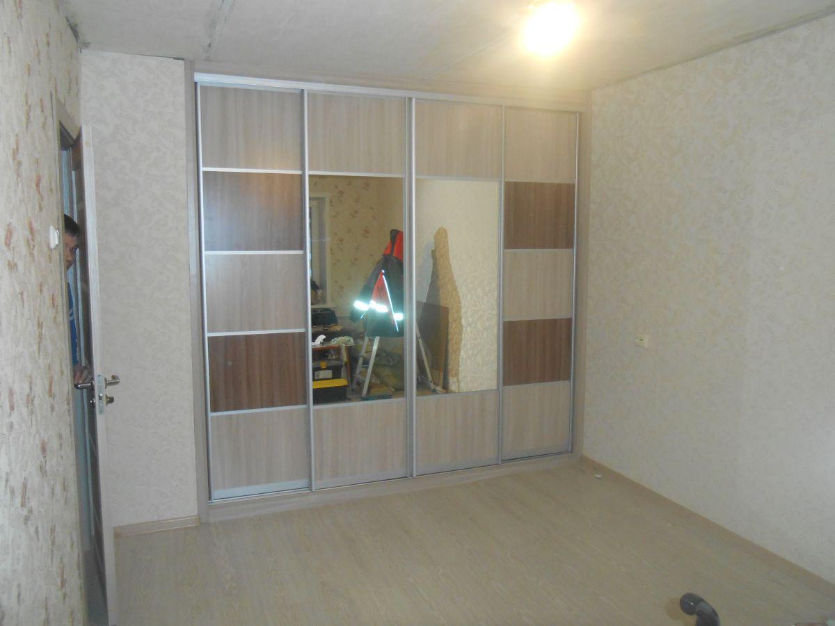 Шкаф купе на четыре двери в нише на ул. Чайковского