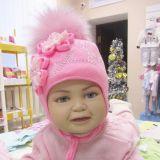 детская шапочка с цветочками и большим бумбомом