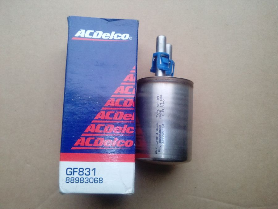 Фильтр топливный CHEVROLET Trailblazer '02-'06, GMC Envoy '02-'04, HUMMER H2 '03- 88983068 GF831 AC Delco