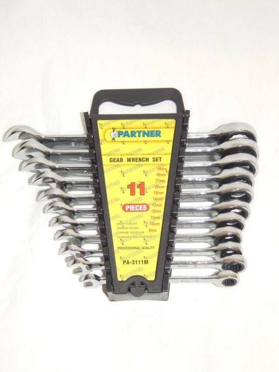 Набор ключей комбинированных трещоточных 11пр.(8,10,11,12,13,14,15,16,17,18,19мм) в пластиковом держателе