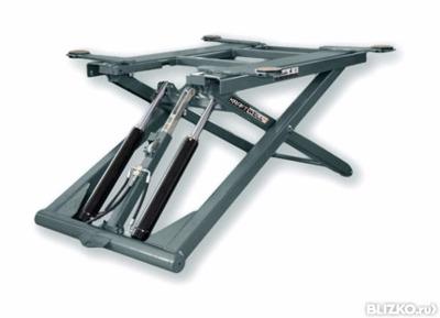 Подъемник ножничный, электрогидравлический, г/п 2600 кг., 1,5 кВт, высота подъема 1050 мм., размеры 1550х1000 мм., клиренс 152 мм., мобильный.