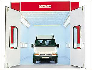 Сушильно-окрасочная камера.  Внутренние размеры (ДШВ): 8 x 4 x 3,07 м.  Производительность: 24000 м3/ч.  Горелка: Riello RG 5D, мощность 307 кВт.  Полностью решетчатый пол, четырехстворчатая въездная дверь, боковая сервисная дверь, металлическое основание