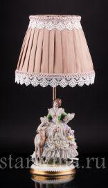 Лампа Дама с собакой, кружевная, Muller & Co, Volkstedt, Германия, 1920-30 гг., артикул 02477