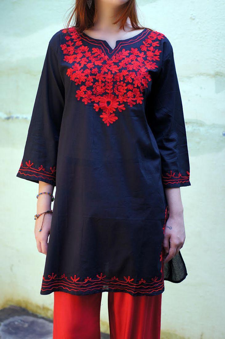 Чёрная курта с красной вышивкой XL (Москва)