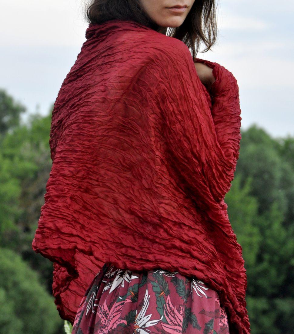 Бордовый шёлковый шарф