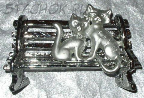 "Брошь ""Кошечка и котенок на скамейке"" цвет серебра (AJC США)"