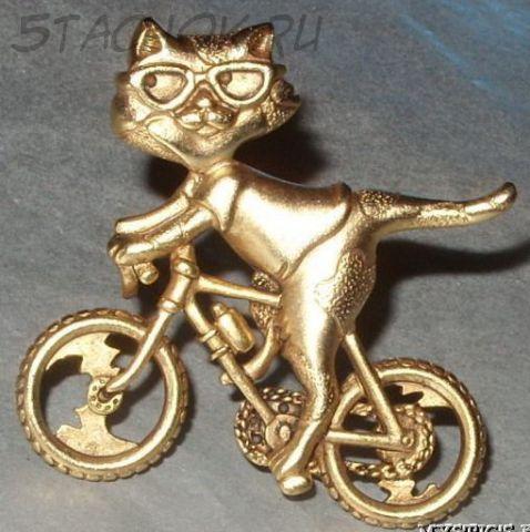 "Брошь ""Кошечка на велосипеде"" под золото"