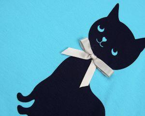Голубое платье с черной кошкой