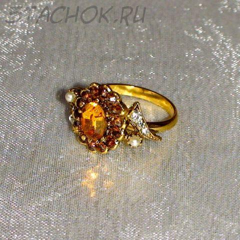 Кольцо оранжево-белое под золото