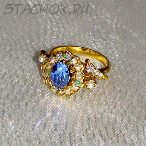 Кольцо голубовато-белое под золото