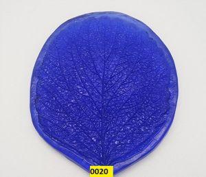 "`Молд для фоамирана ""Лист клубники, L"", белый пластик, размер 90х70 мм"