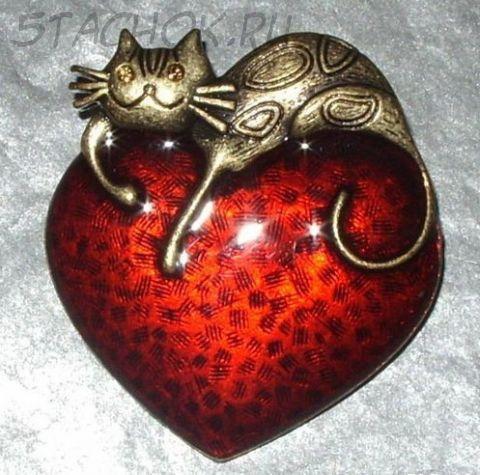 """Брошь """"Кошечка на сердце"""" под бронзу/ювелирная эмаль"""