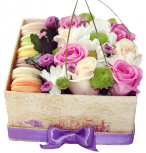 Цветочная коробочка счастья с пирожными Макарун №5