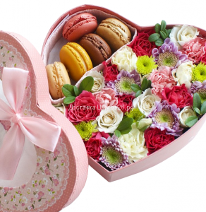 Цветочная коробочка счастья с пирожными Макарун №6