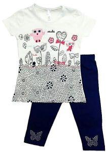 Комплект для девочки с молочной футболкой и темно-синими бриджами Турция