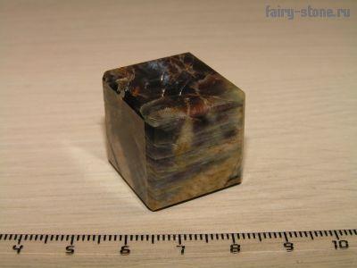Куб из камня солнечный камень (гелиолит) (22мм)