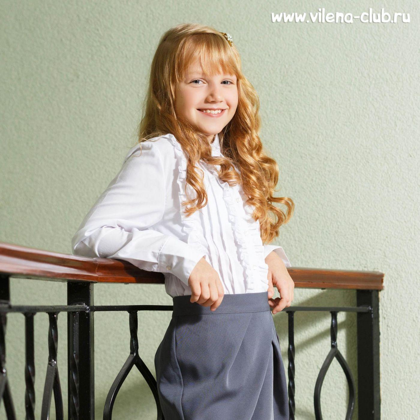 Блузка с плиссированной вставкой
